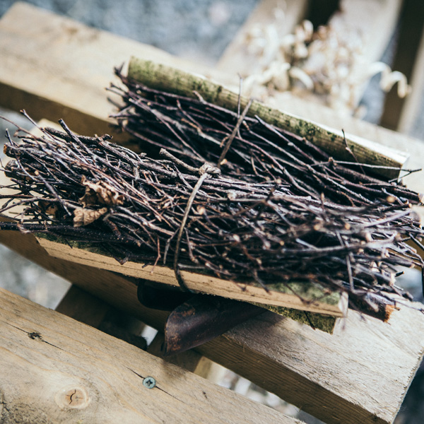 Each pimp bundle is made up of birch wood twigs and a split hazel wood stick, bound with tarred twine. The birch sticks are volatile and highly flammable due to their oil content so start the fire and provide the flame for the hazel kinlding sticks.